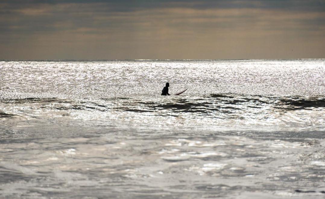 lone-surfer